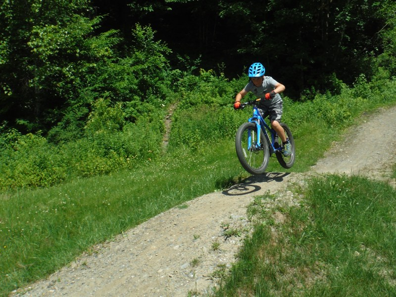 Mud City offers the best Stowe VT Kids' Mountain Bike Camp there is. We'll teach the kids the basics of MTB skills, take them on an easy ride, and gradually elevate the skills over the course of a few days.